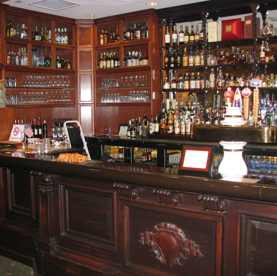 fully stocked bar at Thistle Golf Club